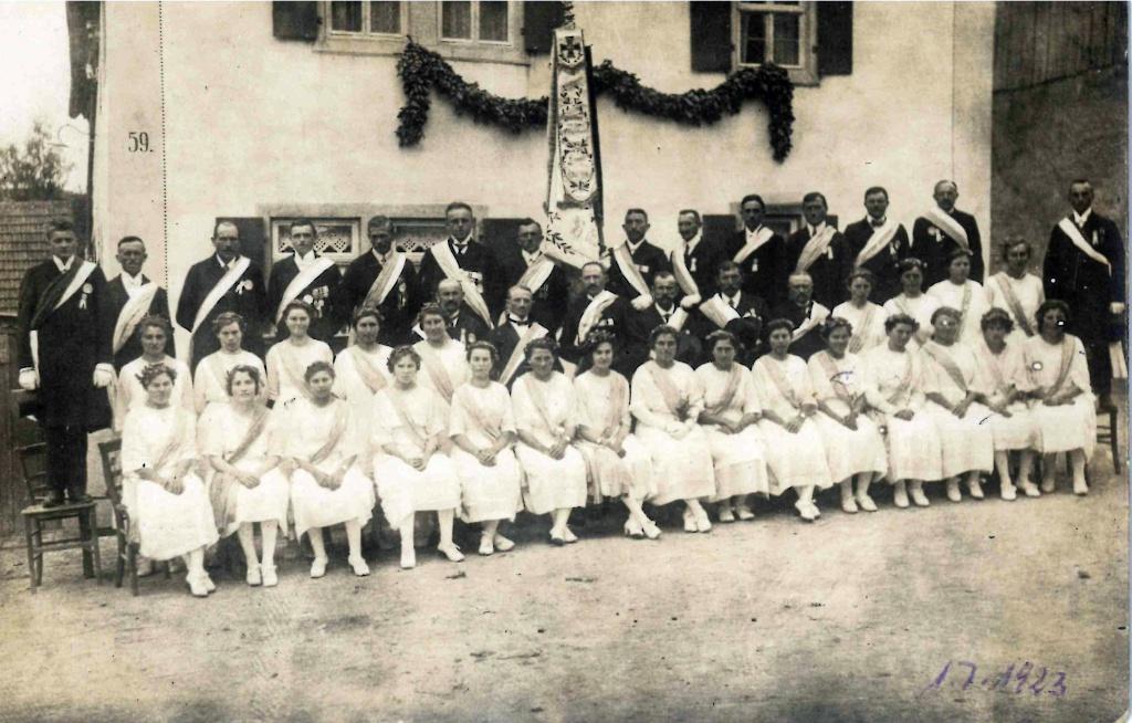 1923-Kriegerverein-Fahnenweihe-1.jpg