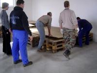 2006.04.15 - Bühne bauen (12).JPG
